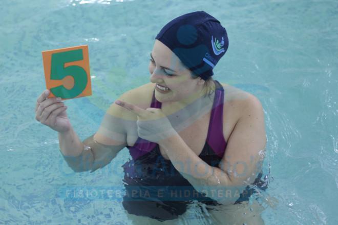 5 Benefícios dos exercícios na piscina